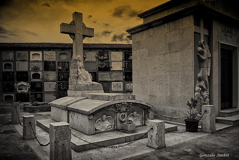 Monumento funerario-30102012-l1020574-.jpg
