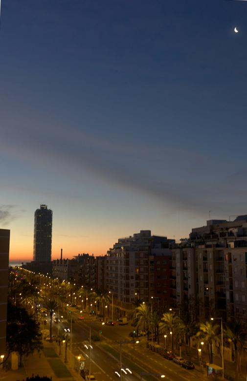 Amanecer en la ciudad-l1002972.jpg
