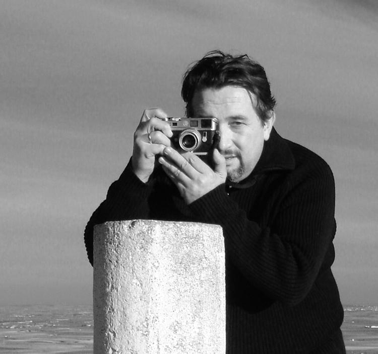 Mi Leica y Yo (Autorretratos, fotos que te han hecho, pero que sales con tu Leica)-luisito.jpg