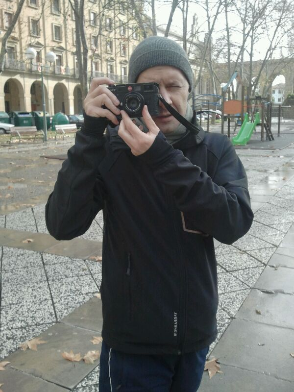 Mi Leica y Yo (Autorretratos, fotos que te han hecho, pero que sales con tu Leica)-img-20120109-wa0004.jpg