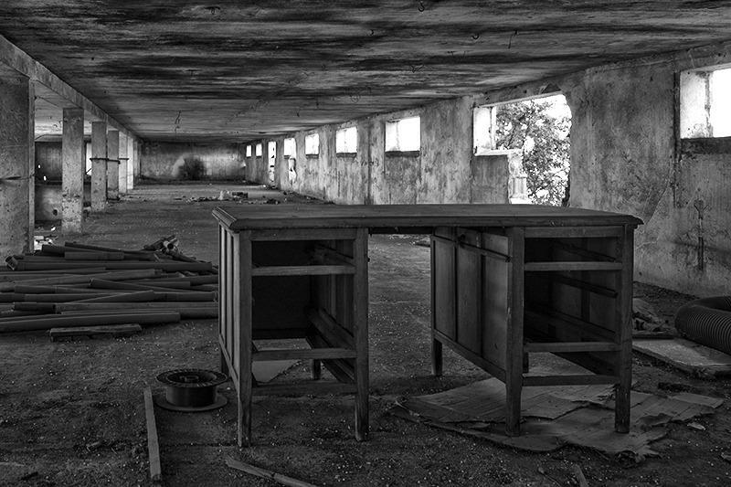 s1553 zps5r1xjshk 1 - Abandoned houses, photographs of silence.