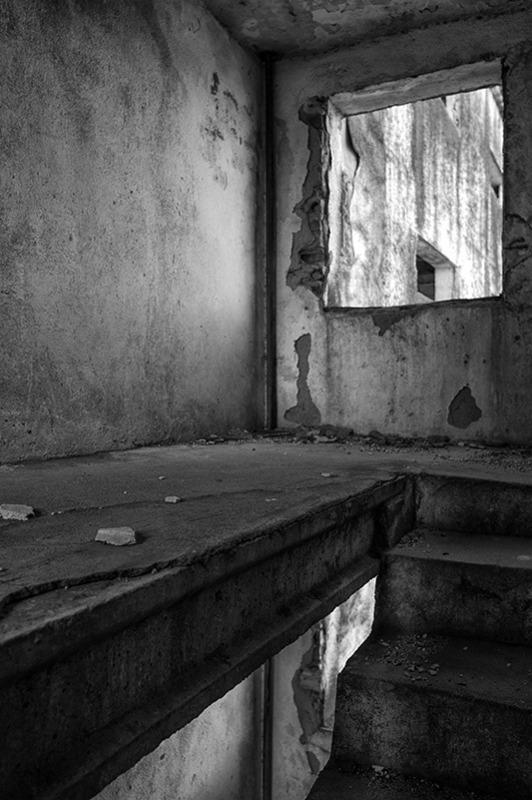s1555 zpsuzjwmxub 1 - Abandoned houses, photographs of silence.