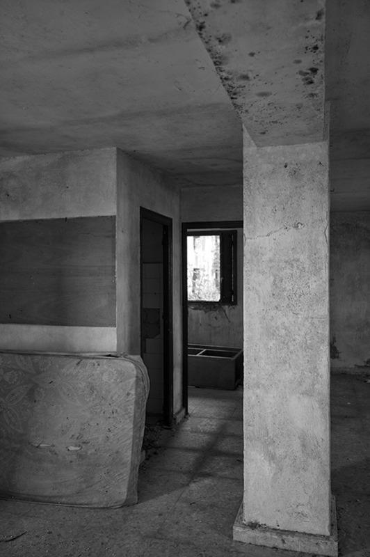 s1563 zpsbil1vflj 1 - Abandoned houses, photographs of silence.