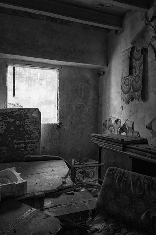 s1566 zpsqukwfo6m 1 - Abandoned houses, photographs of silence.