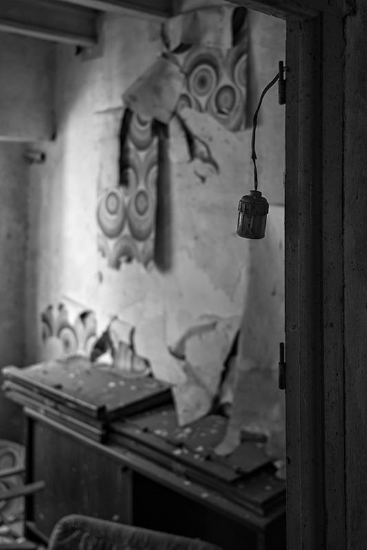 s1568 zpsbgtlbx1m 1 - Abandoned houses, photographs of silence.
