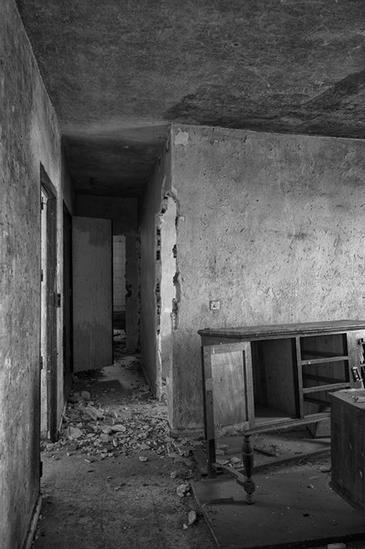 s1570 zpsiw9gexjn 1 - Abandoned houses, photographs of silence.