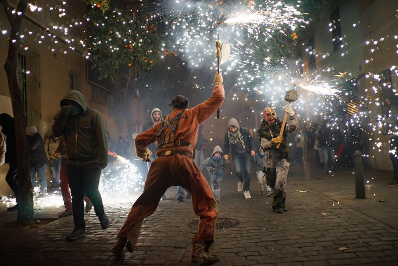 24127577887 925ef57bc2 b 1 - Correfoc de Sant Andreu (Barcelona) 2017