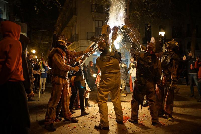 24127582207 450cee8835 b 1 - Correfoc de Sant Andreu (Barcelona) 2017