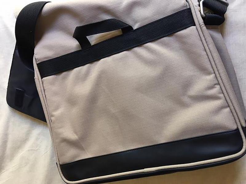 30987674098 1f8d487d97 b 1 - Vendo dos bolsas de hombro para cámara y una para portátil