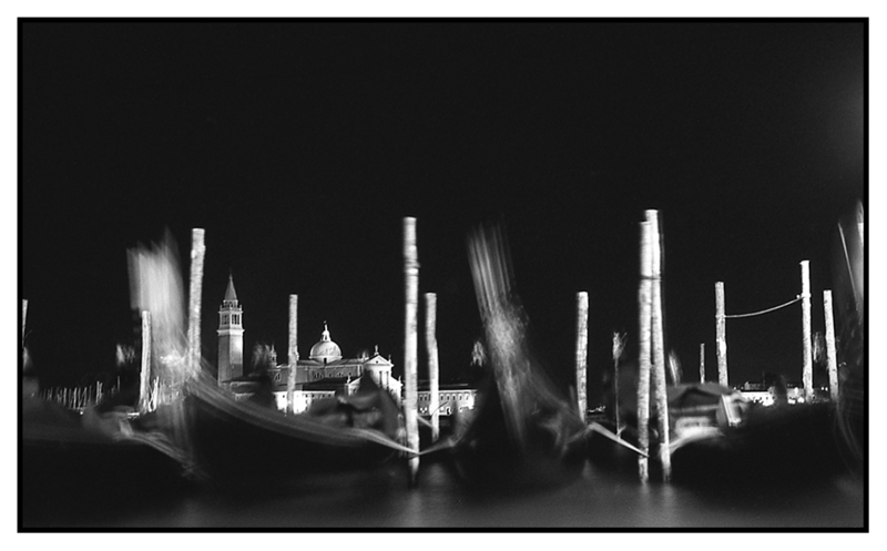 Gondolas - Venezia la nuit