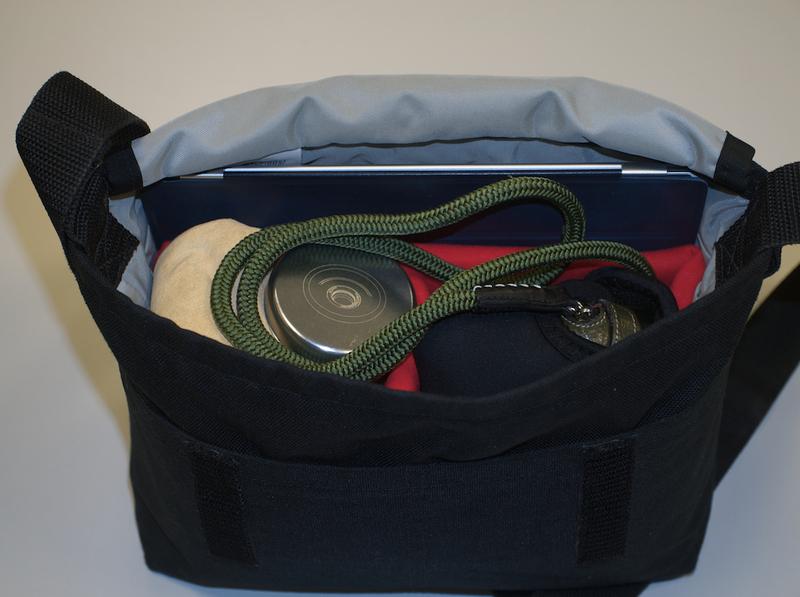 L1040945   Version 2 - Lo que llevo en mi bolsa!